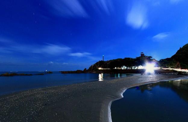Vẻ đẹp trên biển Cửa Lò về đêm.