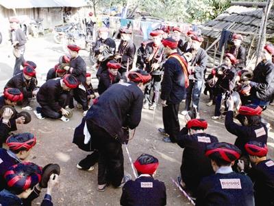 Du lịch Sapa khám phá lễ hội Tết nhảy.