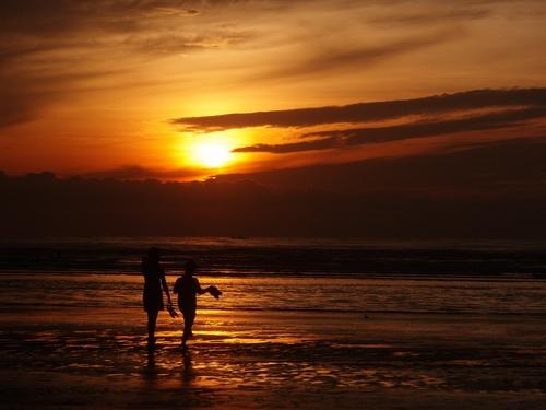 Ngắm bình minh trên biển Bãi lữ